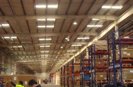 造厂房内部结构