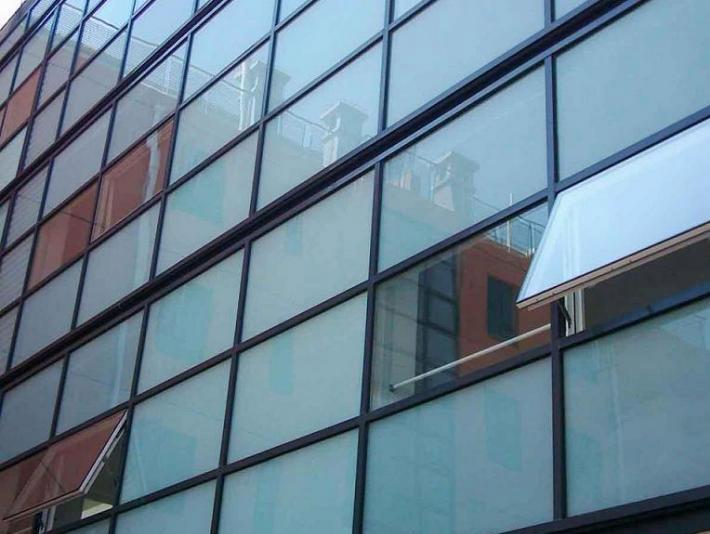钢结构点支撑玻璃幕墙施工的两种安装方式