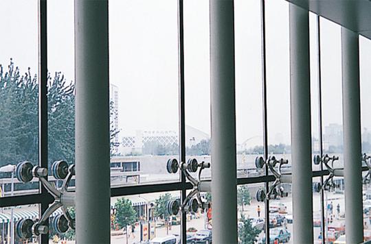 深圳厂房装修知识钢结构点支撑玻璃幕墙施工