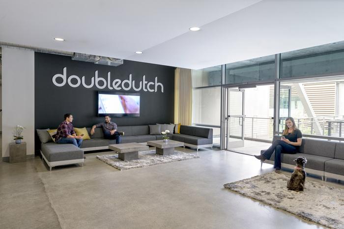 2000平方国外现代办公室设计